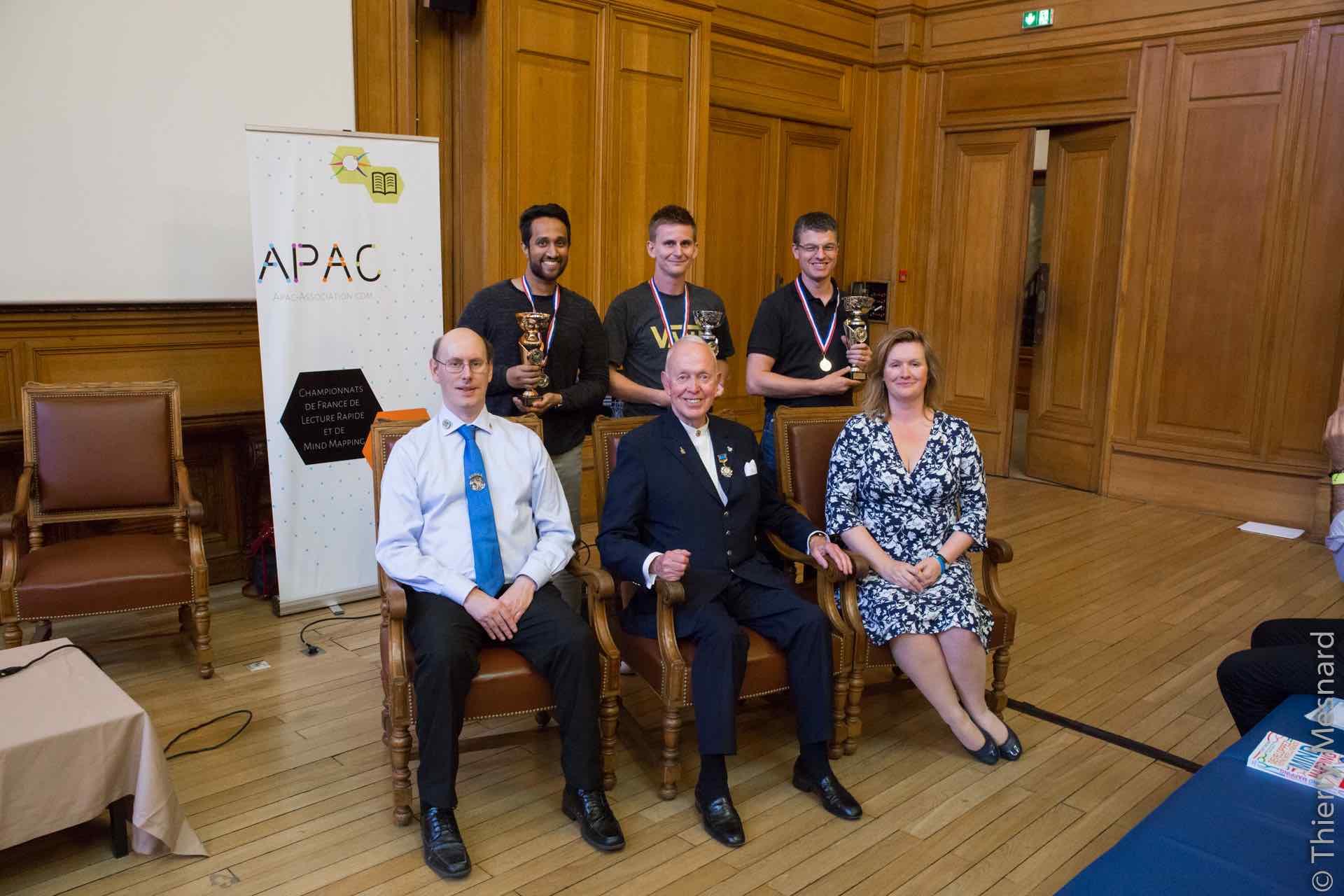 Les 3 gagnants de l'épreuve de mind mapping avec Phil Chambers, Tony Buzan et Elaine Colliar