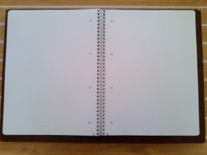 Les pages sont blanches, perforées et prédécoupées.