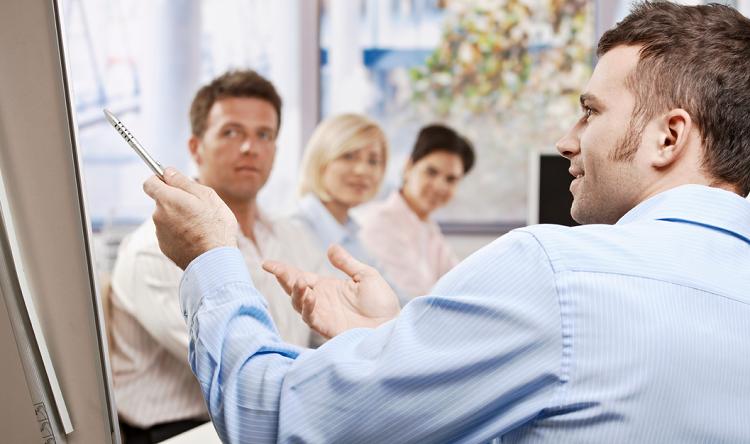 Le mind mapping en réunion présente de nombreux avantages