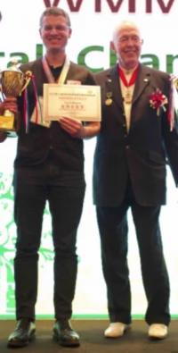 Cyril Maitre et Tony Buzan lors des Championats du monde de mind mapping en 2018