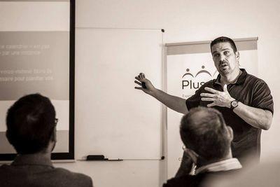Éric Alard partage maintenant son expérience comme formateur et conférencier professionnel